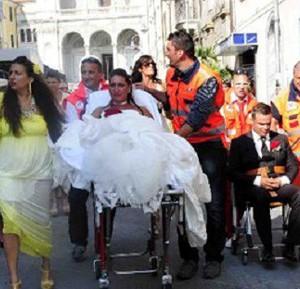 Matrimonio In Ambulanza : A nozze in ambulanza l incidente fa slittare il «sì corriere