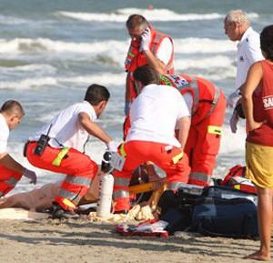 Si sente male mentre fa il bagno al mare muore turista 80enne alghero eco - 94 si fa in bagno ...