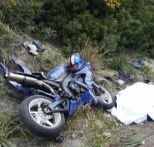 Alghero, esce di strada con la moto: muore 28enne